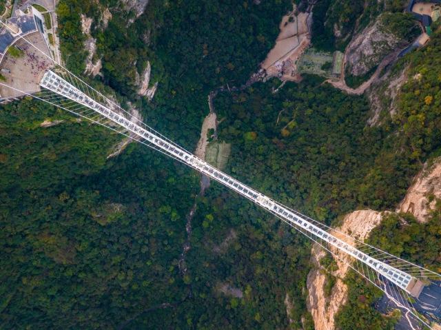 Ngeri-ngeri Sedap, Ini 7 Jembatan Kaca Terkestrem di Dunia (78165)
