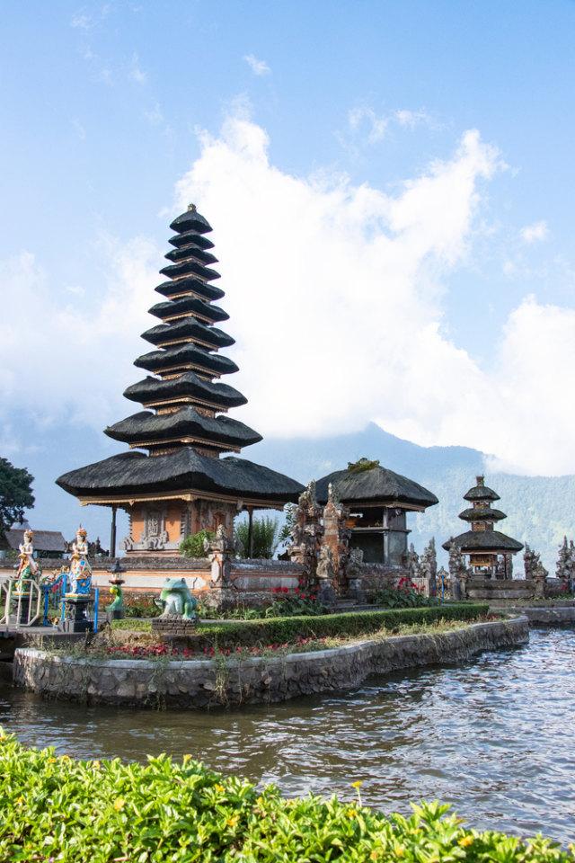 Viral! Demi Konten, Turis Rusia di Bali Buang Motor ke Laut (90482)