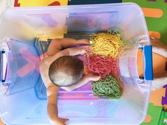 3 Ide Permainan Sensori untuk Bayi (213801)
