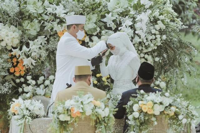 5 Potret Pernikahan Kakak Ipar Kahiyang Ayu, Jokowi Jadi Saksi Nikah (375732)