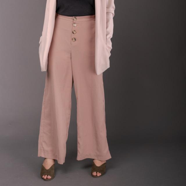 Tampil Santai saat Pandemi, 9 Fashion Item ini Bisa Anda Coba!  (1037961)