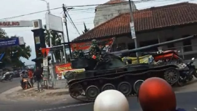 Polisi: Gerobak yang Tertabrak Tank TNI AD di Bandung Sudah Diganti (147776)