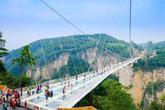 Ngeri-ngeri Sedap, Ini 7 Jembatan Kaca Terkestrem di Dunia (78166)