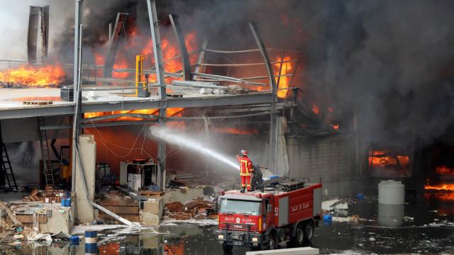 Kebakaran di Lokasi Ledakan Lebanon Berasal dari Toko Oli dan Ban (88423)