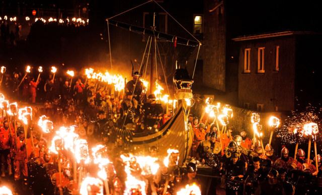 Telanjang hingga Bakar Kapal, Ini 5 Festival Paling Unik di Dunia  (19247)