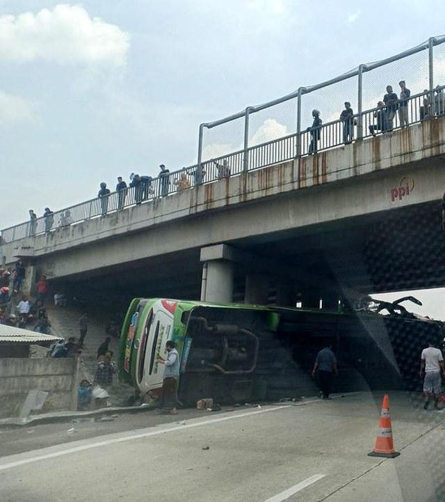 Kronologi Kecelakaan Maut Bus Terbalik di Tol Cipali KM 84 Arah Jakarta (81853)