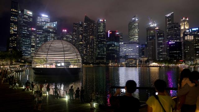 Foto: Melihat Apple Store yang Mengapung di Singapura (1070578)