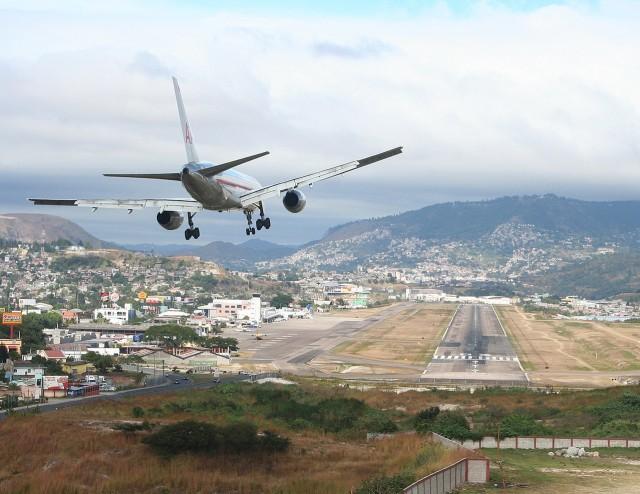 Bikin Ngeri, Ini 5 Bandara Paling Berbahaya di Dunia (4)