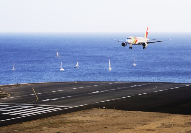 Bikin Ngeri, Ini 5 Bandara Paling Berbahaya di Dunia (6)