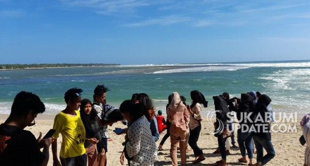 Peringatan Gelombang Tinggi Wisatawan Tetap Datangi Ujung Genteng Sukabumi Kumparan Com