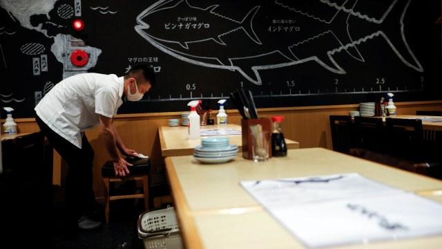 Foto: Bisnis Ikan Tuna di Jepang Sepi Peminat Akibat Pandemi COVID-19 (253543)