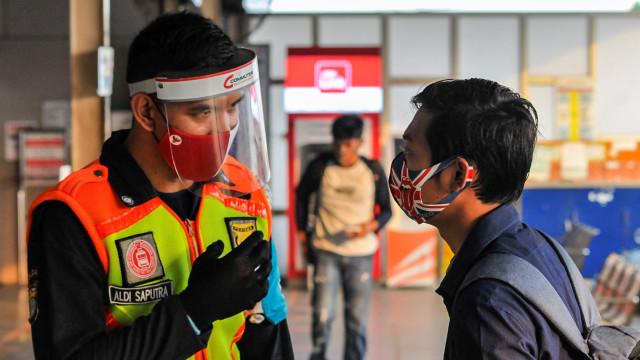 Prof Wiku Ungkap Alasan Masker Scuba Tak Disarankan untuk Pengguna KRL (46227)