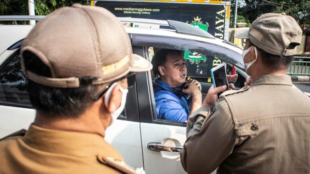 Penjelasan Polisi Tindak Pengemudi Mobil Sendirian yang Tak Pakai Masker (104009)