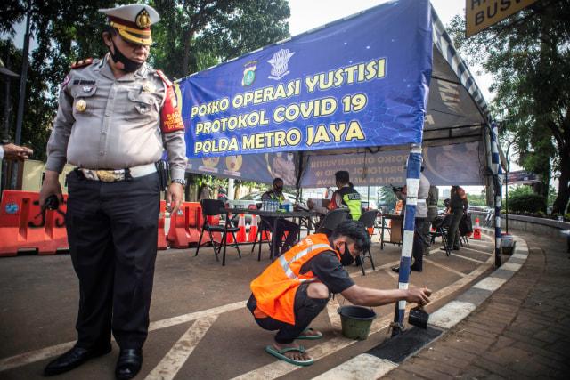 Kapolda Metro Jaya Pantau Operasi Yustisi di Tugu Tani-Grogol, 29 Orang Disanksi (224648)