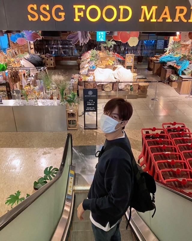 Bikin Fans Baper, Ini Potret Lee Min Ho Saat Tampak 'Boyfriend Material' (70367)