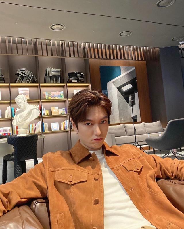 Bikin Fans Baper, Ini Potret Lee Min Ho Saat Tampak 'Boyfriend Material' (70369)