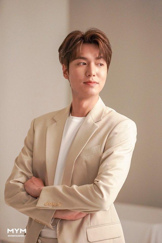 Bikin Fans Baper, Ini Potret Lee Min Ho Saat Tampak 'Boyfriend Material' (70366)