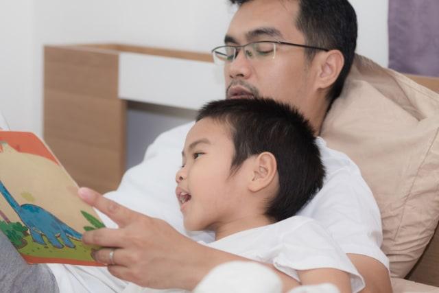 Manfaat Bila Ayah Suka Membacakan Cerita untuk Anak (83938)