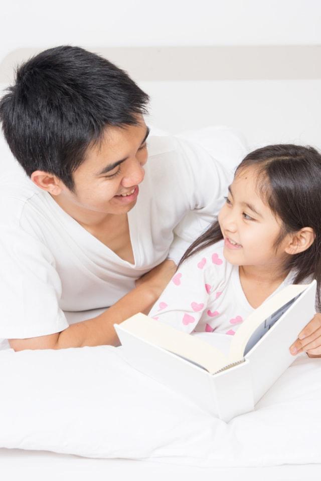 Manfaat Bila Ayah Suka Membacakan Cerita untuk Anak (83936)