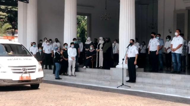 Momen Haru Saat Pelepasan Jenazah Sekda DKI Saefullah, Suara Anies Bergetar (246809)