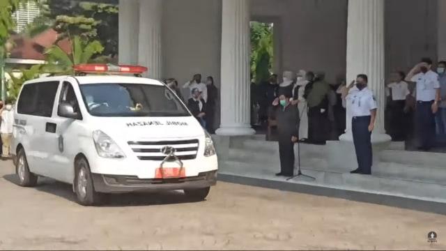 Momen Haru Saat Pelepasan Jenazah Sekda DKI Saefullah, Suara Anies Bergetar (246808)