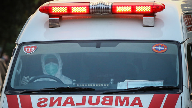 Pemilik Panti Pijat Positif Corona Kabur dari Ambulans, Lari ke Tengah Demo (90909)