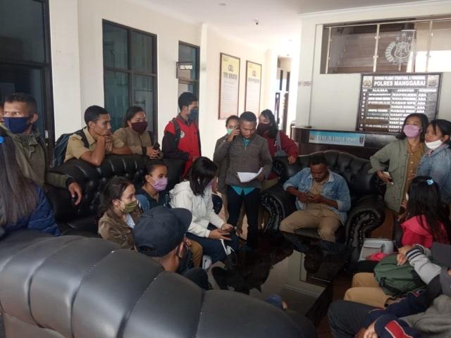 15 Guru Komite SMKN 1 Wae Rii, Manggarai, Belum Diaktifkan Mengajar oleh Kepsek  (1010308)