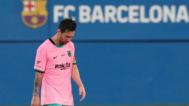 Barcelona Raih Trofi, Raut Wajah Lionel Messi Malah Sedih  (103393)