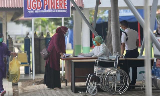 Foto: Ramai-ramai Antre Tes Swab COVID-19 di Aceh  (44683)