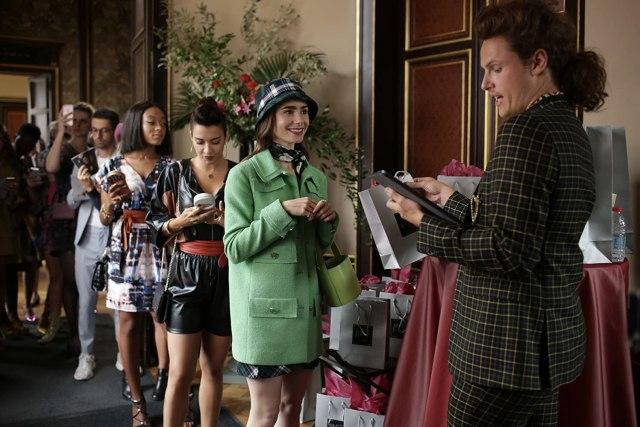 Segera Tayang: Serial Terbaru Netflix 'Emily in Paris' (2333)