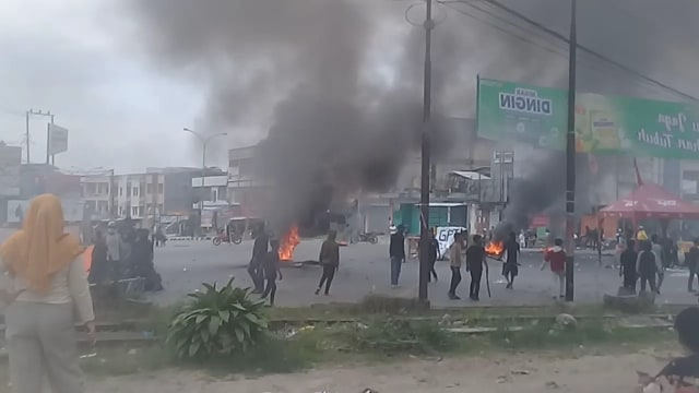 Aksi Demonstrasi di Kendari Berujung Ricuh (575383)