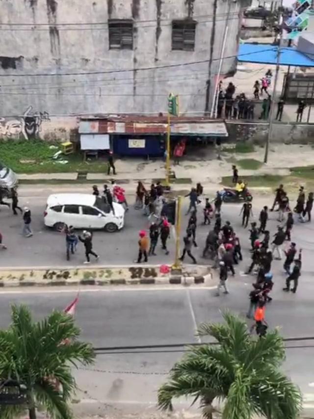 Aksi Demonstrasi di Kendari Berujung Ricuh (575384)