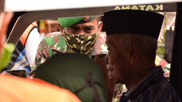 Cewek Ini Disuruh Menyapu Jalan, Langgar Protokol Kesehatan di Banda Aceh  (222160)