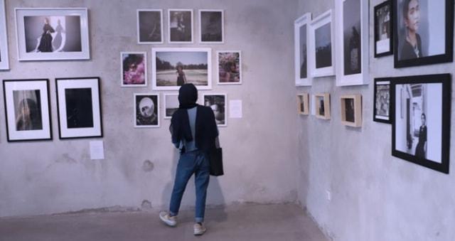 Gelar Pameran 'Perempuan', Fotografer di Surabaya Berupaya Bangkit Saat Pandemi (501778)