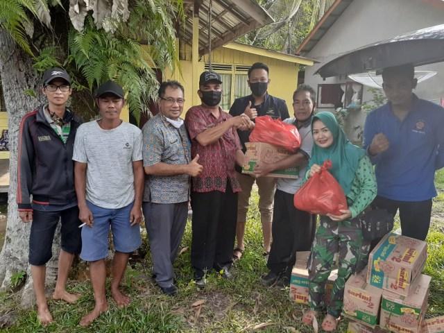 Dinsos Sintang Salurkan 500 Kg Beras untuk Korban Banjir di Kecamatan Dedai (651899)