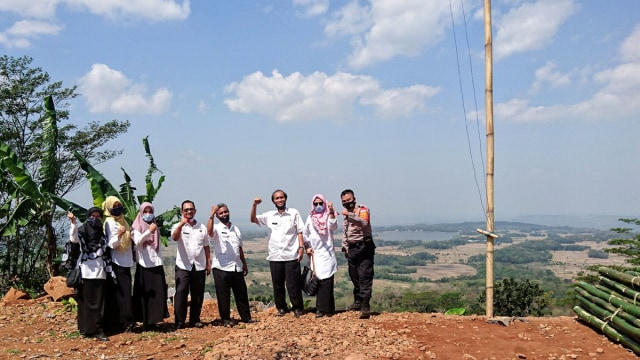 Kabupaten Cirebon Akan Kembangkan Wisata Paralayang di Bukit Pasir Salawe (5074)