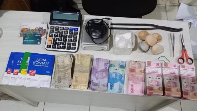 Polisi Tangkap Penadah Emas dari Penambangan Ilegal di Kuansing, Riau (300065)