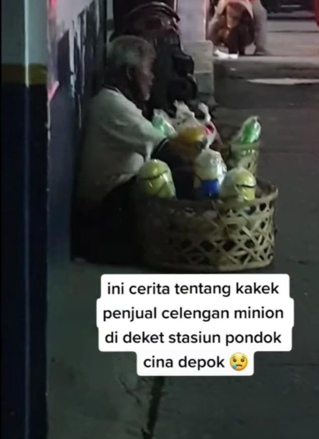Rela Tak Makan Seharian, Kakek 64 Tahun Jual Celengan Sampai Malam demi Istri (95401)