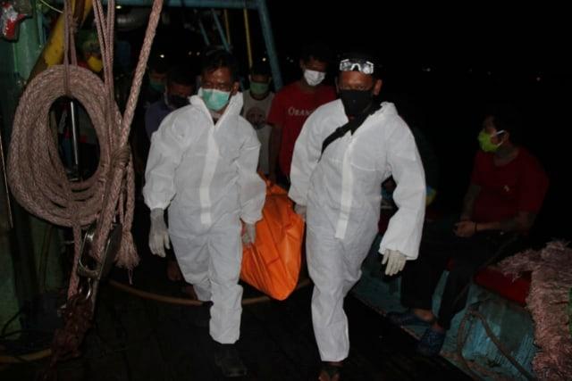 Miras Oplosan di Balik Penemuan 5 Mayat ABK di Kapal Nelayan (77331)