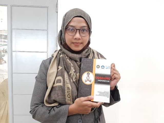 Unesa Kenalkan Kamus Signalong untuk Anak Disabilitas yang Pertama di Indonesia (72068)