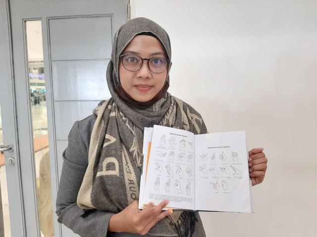 Unesa Kenalkan Kamus Signalong untuk Anak Disabilitas yang Pertama di Indonesia (72069)