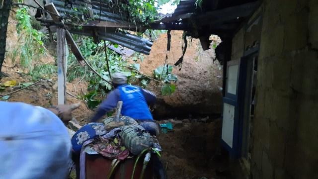 Lagi, Anak 11 Tahun di Kota Sorong, Papua Barat, Tewas Tertimbun Longsor (308766)