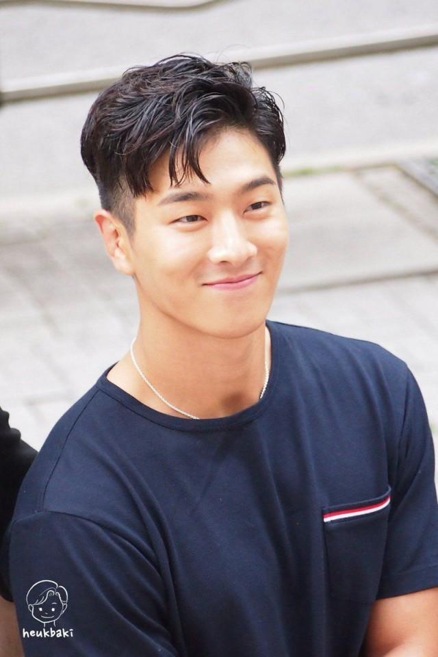 Jota Madtown dan 4 Idol Kpop yang Senang Membaca (282795)