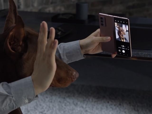 Hal-hal Hebat yang Bisa Dilakukan Flex Mode di Samsung Galaxy Z Fold2 (69239)