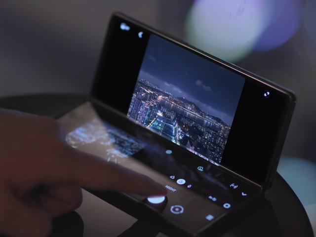 Hal-hal Hebat yang Bisa Dilakukan Flex Mode di Samsung Galaxy Z Fold2 (69238)