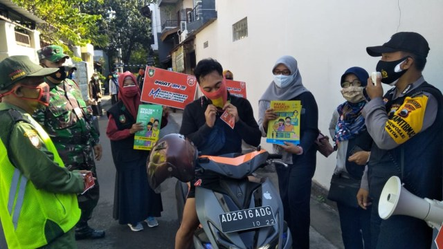 Razia Masker Gabungan di Wilayah Laweyan Solo Terjaring 17 Orang (300912)