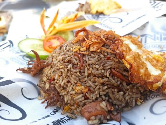 Wisata Kuliner: Nasi Goreng Tinta Cumi Pertama di Pontianak (93714)