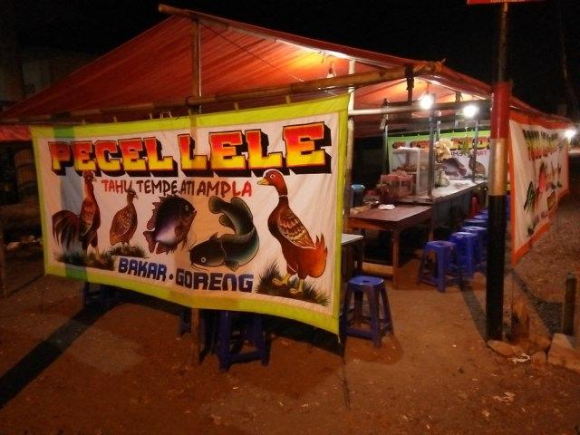 Kisah Penjual Pecel Lele yang Dikirimi Bangkai Ayam untuk Pesugihan Saingannya (100577)