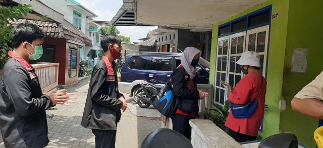 """Door To Door"", Mahasiswa UMM Sosialisasi Protokol Kesehatan Cegah Covid-19 (444)"