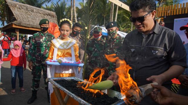 Foto: Semarak Festival Pantai Lapasi di Halmahera Barat (21929)